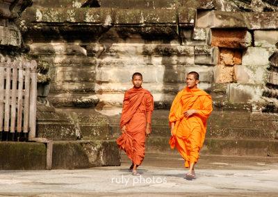 2 moines au temple d'Angkor - voyage