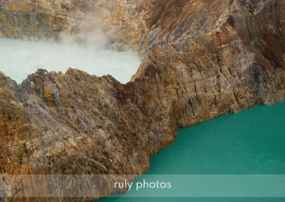2 cratères du volcan kelimutu en Indonésie - voyage