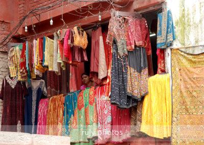 Femme a la fenetre Katmandou - voyage