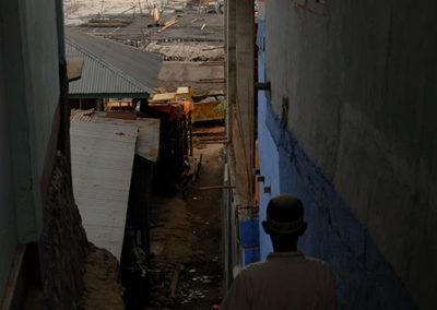Vieil homme à labuangbajo en Indonésie - voyage
