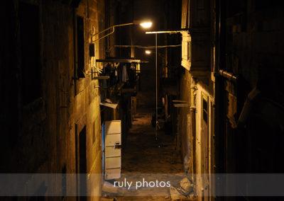 ruelle sombre de la valette à Malte - voyage